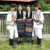 traditional-romanian-clothes