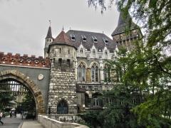 1-3-vajdahunyad_castle